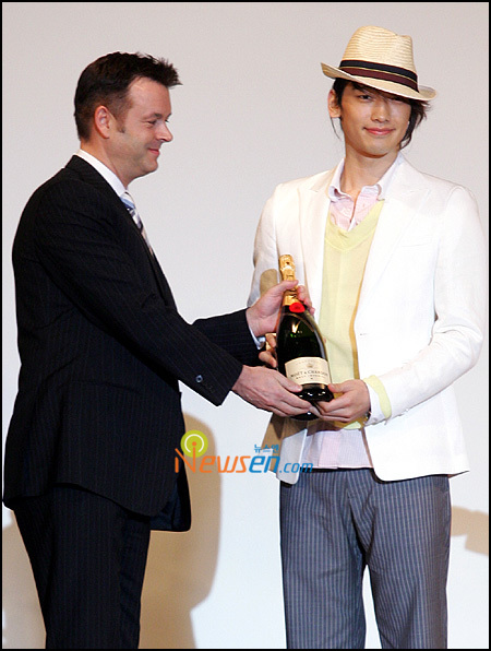rain2008koreaimageawards.jpg