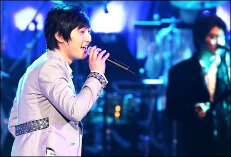 080331_p18_singer.jpg