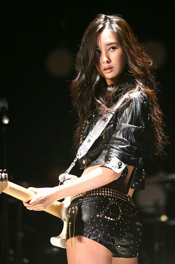 http://siesdestino.files.wordpress.com/2009/02/korean-lee-da-hae-01.jpg